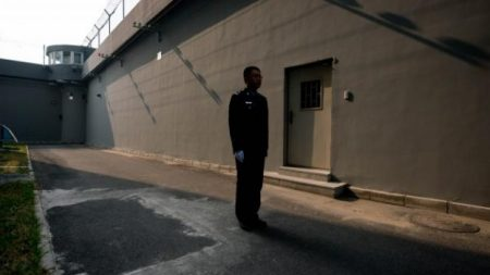 Guardia de prisión revela sustracción de órganos atrayendo la censura oficial