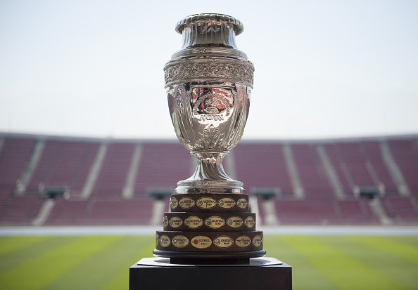 El trofeo de la Copa América Chile 2015 en el Estadio Nacional. (VLADIMIR RODAS/AFP/Getty Images)