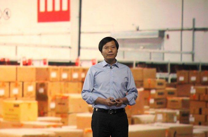 El director ejecutivo de Xiaomi, Lei Jun, habla durante un lanzamiento del producto el 15 de mayo de 2014, en Beijing, China. Se encontraron spyware (o programas espía) y versiones sin licencia de Android en los teléfonos inteligentes Xiaomi. (ChinaFotoPress/ChinaFotoPress via Getty Images)