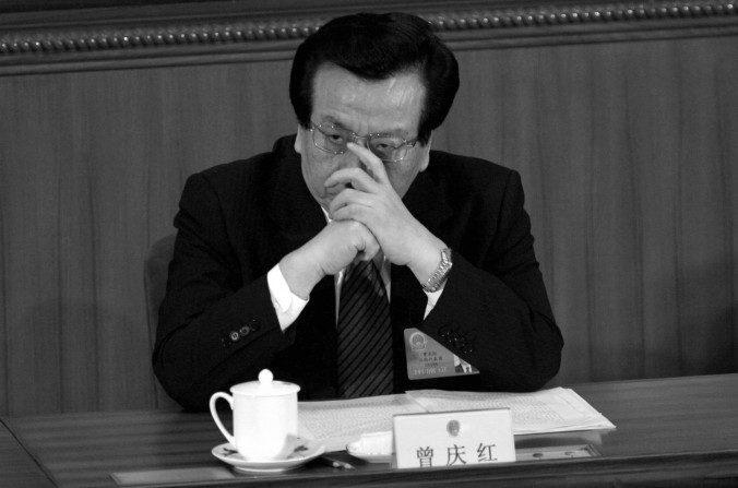 El vicedirector chino, Zeng Qinghong asiste a una sesión de la Asamblea Popular Nacional el 9 de marzo de 2005 en Beijing. La revista de Hong Hong, The Trend, indica que Zeng fue puesto bajo investigación. (Cancan Chu / Getty Images)