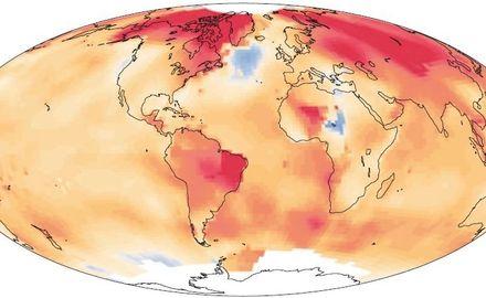 Se frena la caliente Corriente del Golfo, determinante del clima de Europa. Mapa del calentamiento de la Tierra y sus océanos entre 1901 y 2013. La mancha de enfriamiento al sur de Groenlandia se observa en color azul. (NASA GISS)