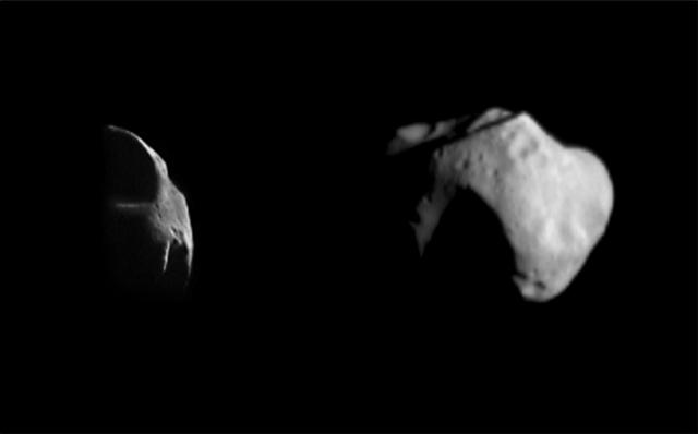 Foto del asteroide Matilde muestra su irregular cuerpo rocoso. (NASA)