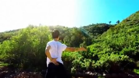 Fundirse en la naturaleza, video producido por bailarines de Shen Yun