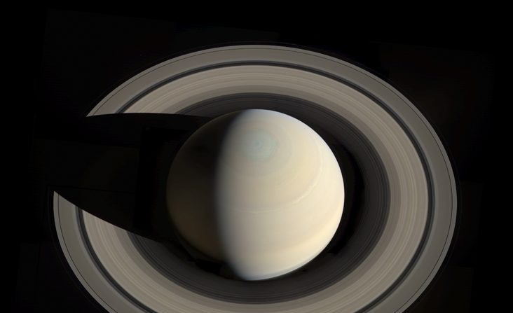 Saturno y sus anillos a partir de imágenes obtenidas por la nave espacial Cassini de la NASA el 10 de octubre de 2013. (NASA / JPL-Caltech / Space Science Institute / G. Ugarkovic)
