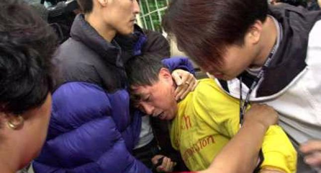Practicante de Falun Gong es detenido en China por policías del régimen chino solo por mantenerse firme en su creencia. (Minghui.org)