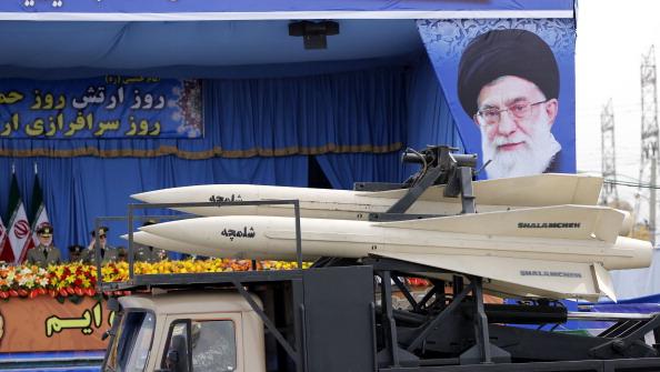 Desfile militar en Teherán, Irán. (ATTA KENARE/AFP/Getty Images)