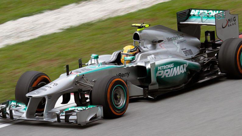 Lewis Hamilton conquista pole position para el gran campeonato de Fórmula 1 China 2015, el 11 de abril de 2015. Foto de archivo. ( Wikimedia Commons)