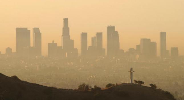 Smog en California, vista de Los Ángeles. Polución del aire. (David McNew/Getty Images)