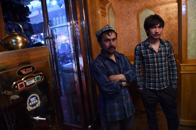 Régimen chino obliga a comerciantes uigures a vender cigarrillos y alcohol