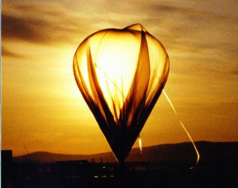 Globo de investigación  de gran altitud de la NASA lleva instrumento que mide varios gases, incluyendo el hidrógeno peróxido de ozono  (NASA)