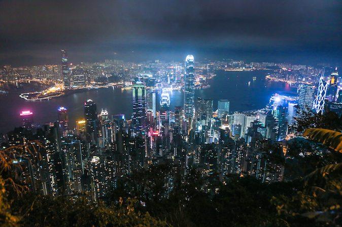 Los rascacielos de Hong Kong vistos desde el Pico Victoria el 9 de noviembre de 2014. (Benjamin Chasteen / La Gran Época)