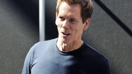Actor Kevin Bacon luce irreconocible en fotografía con el rostro hinchado