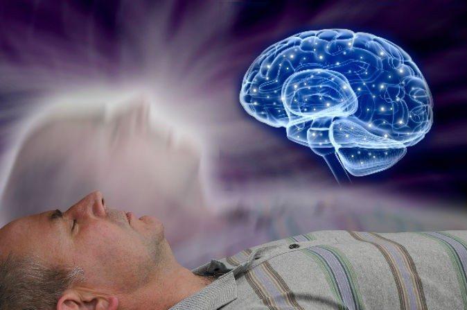 Un estudio publicado por investigadores del Instituto Karolinska en Suecia, el 30 de abril, está siendo alabado por algunos medios de comunicación como evidencia de experiencias fuera del cuerpo (EFC), tienen su origen en el cerebro (Shutterstock*; editado por La Gran Época).