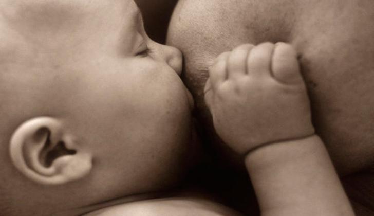 Mujeres que amamantaron a sus hijos, podrían tener un 30% menos de riesgo global de padecer cancer. (foto:lr21.com)