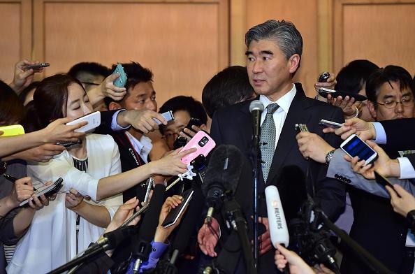 Enviado de EE.UU. para la política hacia Corea del Norte, Sung Kim, en una rueda de prensa en Seúl, este miércoles, 27 de mayo, de 2015. Foto: JUNG YEON-JE/AFP/Getty Images