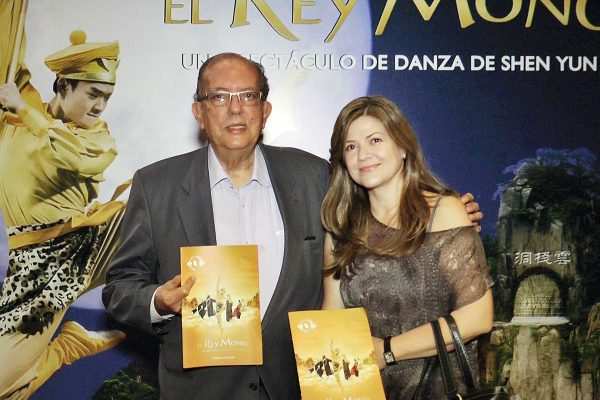 Directivos del Teatro Metropolitano de Medellín, orgullosos de haber recibido a Shen Yun