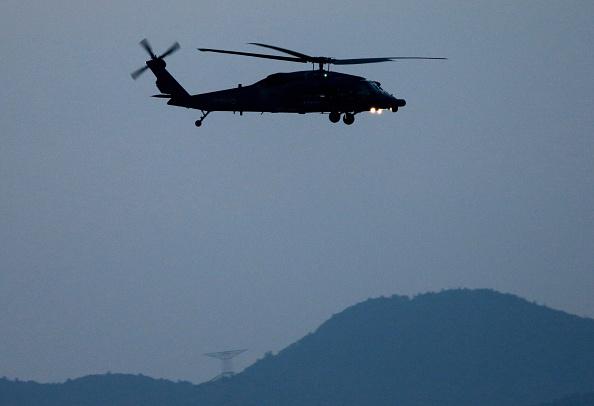 Helicóptero volando en el aire. Foto: The Asahi Shimbun via Getty Images