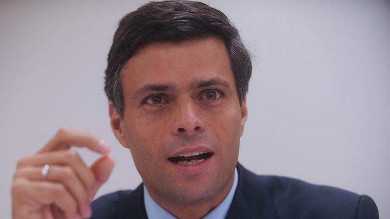 Leopoldo López, economista y político venezolano protagonizó las protestas sociales de Venezuela de febrero de 2014 por lo que quedó detenido desde entonces en la cárcel de Ramo Verde (foto: www.taringa.net)