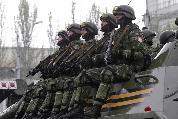 Separatistas Pro-Rusos en Donetsk, Ucrania. Foto: Alexander Ermochenko /Anadolu Agency/Getty Images