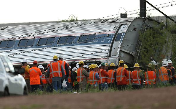 Amtrak establece línea de ayuda y centro de asistencia para familiares y víctimas mientras continúan las investigaciones a cargo de un grupo multidisciplinario. Foto: Win McNamee/Getty Images