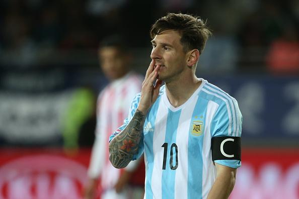 Messi se lamenta por el empate ante Paraguay por la Copa América en Chile 2015. (Daniel Jayo/LatinContent/Getty Images)