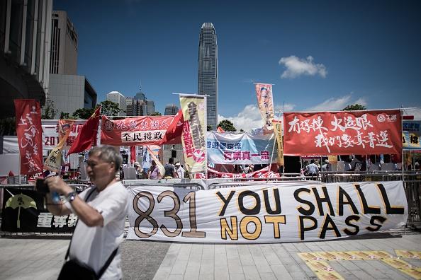 Manifestación en contra del proyecto para modificar el plan electoral, frente a la Legislatura de Hong Kong. (PHILIPPE LOPEZ/AFP/Getty Images)