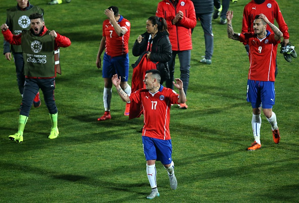 Chile triunfa sobre Uruguay y pasa a las semifinales de la Copa América 2015. (Claudio Reyes/AFP/Getty Images)