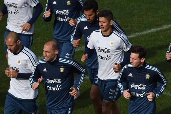El seleccionado argentino entrena en Viña del Mar. (PABLO PORCIUNCULA/AFP/Getty Images)