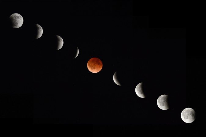 En esta fotografía compuesta se ve a la Luna durante sus varias fases de un eclipse total de Luna el 15 de abril, 2014, visto desde Magdalena, Nuevo México. (AFP/Getty Images)