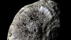 Hiperión, esponjosa y eléctrica luna de Saturno
