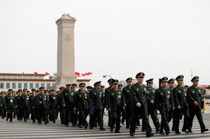 Delegados del Ejército Popular de Liberación asisten a la segunda Sesión Plenaria del Congreso chino, 8 de marzo, Beijing. (Lintao Zhang/Getty Images)