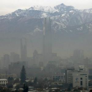 Autoridades del gobierno chileno descartaron la posibilidad de suspensión de los partidos que se disputan en Santiago, la capital del país, afectada por altos índices de contaminación del aire desde el inicio de la Copa el pasado jueves (foto: www.diariohoy.net)