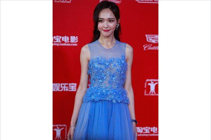 Tiffany Tang posa en la alfombra roja del Festival Internacional de Cine de Shanghai con un vestido falsificado de Elie Saab. (Kevin Lee/Getty Images)