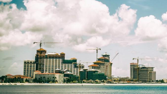 El centro turístico Baha Mar en construcción en Nassau, Bahamas, el24 de juliode 2014. (Thomas Hawk / CC BY-NC 2.0)