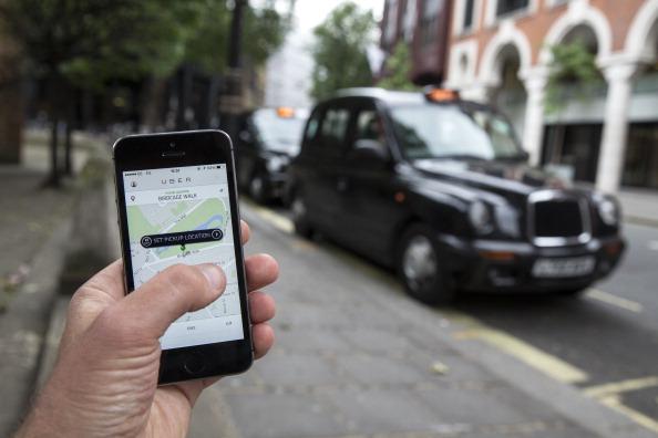 Un smartphone con la aplicación Uber. (Oli Scarff/Getty Images)