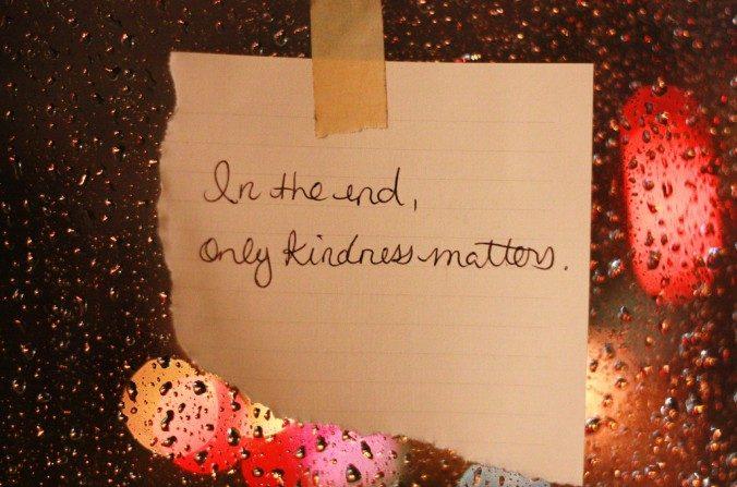 Actuar con compasión por lo general significa poner las necesidades de otros por delante de las propias, proponerte actuar con bondad a menudo requiere no sólo estar atento, sino también tener un poco de fuerza de voluntad. (Jennifer/Flickr/CC BY 2.0)