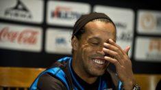 """Ronaldinho tiene ofertas de un """"club grande"""" argentino"""
