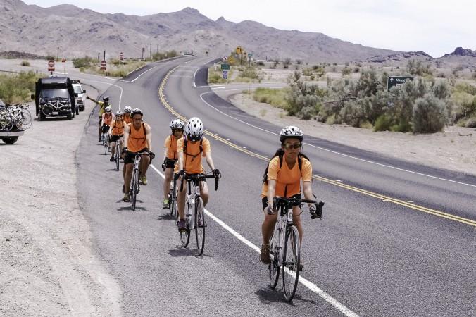 Joven ciclista argentina recorre casi 5000 km para rescatar a niños huérfanos perseguidos por su fe