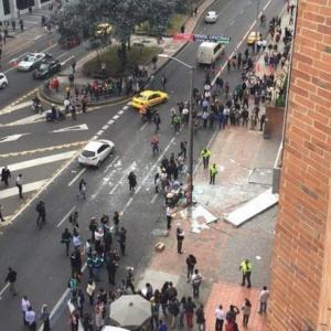 Entre los heridos hay un policía y dos funcionarios que trabajan en el edificio en donde se detonaron las bombas. Foto: diariohoy.net