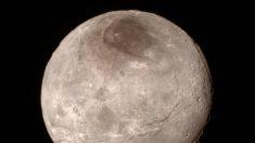 Caronte, la luna de Plutón sorprende con pocos cráteres