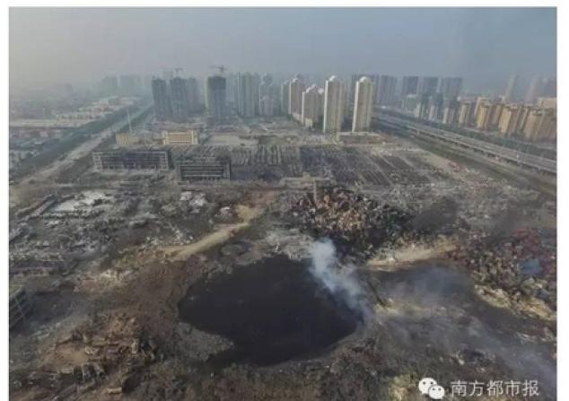 Una foto publicada en la red social china Weibo muestra el crater que dejó la explosión en Tianjin, en el mes de agosto 2015. (Weibo)