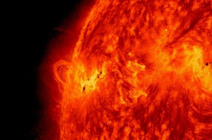 Tormentas en la superficie solar. (NASA/SDO vía Wikimedia Commons)