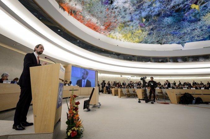El Alto Comisionado de la ONU para los Derechos Humanos Zeid Ra'ad Al Hussein da un discurso el2 de marzode 2015 en la jornada inaugural de la sesión del Consejo de Derechos Humanos de la ONU en las oficinas de las Naciones Unidas en Ginebra. (Fabrice Coffrini / AFP / Getty Images)