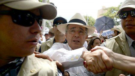 Colombia: Álvaro Uribe presentó pruebas del ataque de FARC contra las aeronaves de la Fuerza Pública