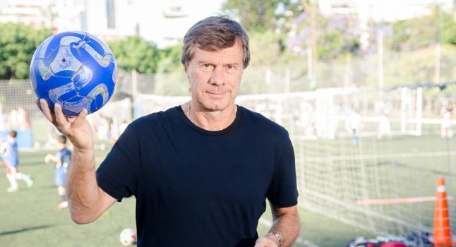 """""""Me gusta ver a futbolistas comprometidos con la ayuda y la solidaridad"""", dice ex jugador de fútbol argentino"""