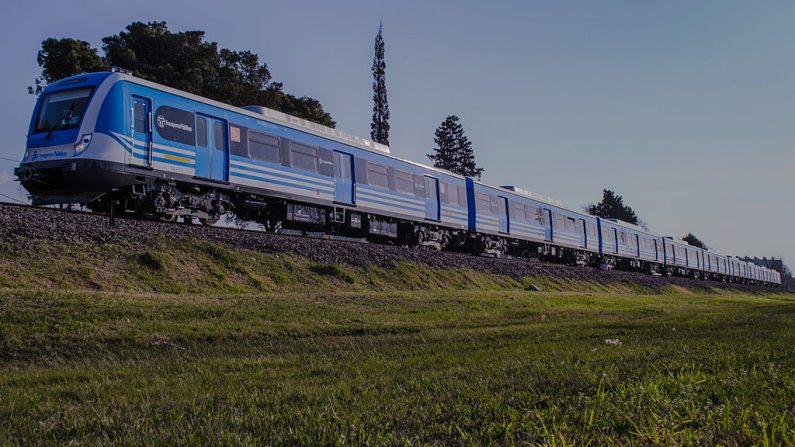 Tren de la línea Sarmiento rumbo a Once, Buenos Aires, Argentina. (Foto: Wikimedia Commons)