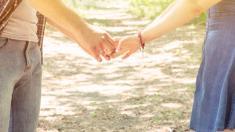 La hirió con un puñal sin saber que sería su esposa 14 años después: una historia de amor predestinado