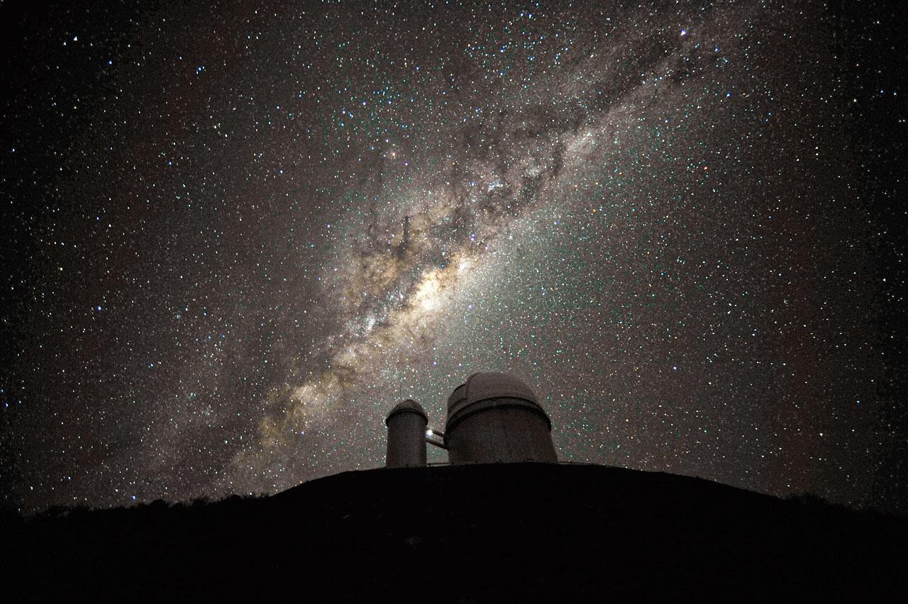 Centro de la Vía Láctea desde el Observatorio La Silla, Chile. (ESO/S. Brunier)