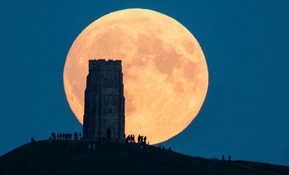 Primeras imágenes del eclipse en Inglaterra (Getty images)
