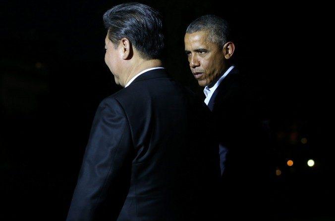 El presidente Barack Obama camina con el líder chino, Xi Jinping, en la Casa Blanca el jueves. (Mark Wilson / Getty Images)